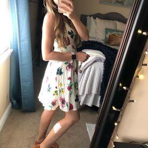 Old Navy Dresses - Old Navy White Floral Sun Dress